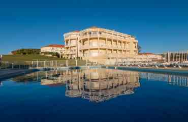 Appart-Hôtels BORDEAUX-LANDES-PAYS BASQUE-PERPIGNAN-ARGELES-PYRENEES - <p>Mer & Golf Appart-Hôtel gère 11 appart-hôtels dans le Sud à PERPIGNAN, ARGELES , au Pays Basque à BIARRITZ,BIDART, CIBOURE, SOCOA , HENDAYE , dans les Pyrénées à LA MONGIE TOURMALET , dans Les Landes à VIEUX-BOUCAU , à BORDEAUX. Séjours à la nuit, à la semaine, longs séjours. Individuels et groupes. Découvrez nos destinations sur :www.meretgolf.com</p> <p>Tarifs préférentiels salon sur le stand Mer & Golf ou sur www.meretgolf.com , code :sallil. Contact individuels/groupes : E mail : commercial@meretgolf.com</p>