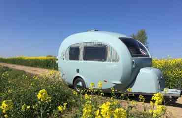 TipTop Barefoot - La toute en 1, confortable, fonctionnelle, au look chic et élégant. La jolie mini-caravane TipTop vous fera vivre des aventures aussi bien à l'extérieur qu'à l'intérieur!