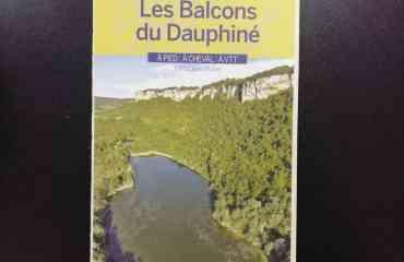 Balades et randonnées, les Balcons du Dauphiné - Carte au 1/35 000 des 700 Km d'itinéraires balisés de randonnée à découvrir et pratiquer à pied, à cheval ou en VTT