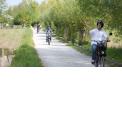 """Balade en e-Solex - <p>Le solex en version électrique!<br />Enfourchez """"le vélo qui roule tout seul"""" pour une balade rétro et écolo à la découverte de l'Audomarois; Saint-Omer et ses faubourgs maraîchers.</p>"""