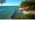 Plages - <p>L'un des principaux attraits de la municipalité sont ses 12 km de littoral. Se promener sur ses plages et calanques tranquilles, au sable fin et doré, permettent de découvrir tout un monde de contrastes, de textures et de sensations. Littoral baigné par les eaux chaudes et cristallines de la mer Méditerranée.</p> <p>Plages et services:</p> <p>La commune compte 4 plages et 9 calanques qui vous permettront de profiter en famille de vacances inoubliables.</p>