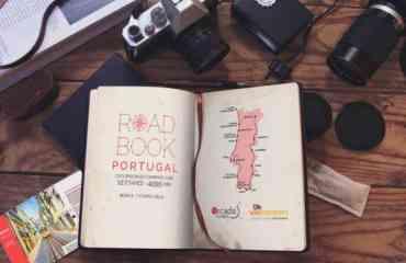 Roadbook Portugal by Orcada et Wikicampers - Direction le Portugal ! Partez en roadtrip à l'extrême sud-ouest de l'Europe grâce à notre circuit camping-car Portugal : un parcours détaillé de 12 étapes et 4085 km, complété d'un bonus de 7 « étapes ville ».  Vous disposez également de toutes les informations utiles à la préparation et au bon déroulement de votre voyage, des adresses de campings et visites touristiques.