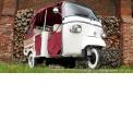 Balade en Piaggio Calessino - <p>Un air de Dolce Vita dans l'Audomarois !</p> <p>Avec son design des années 60 et 4 places, il est le compagnon idéal pour visiter la région de St-Omer, faire une surprise à votre amoureux (se) ou étonner vos amis.<br />Maniable et de petite taille, il vous emmènera à la vitesse maxi de 55 km/h pour profiter au maximum de votre balade.</p>