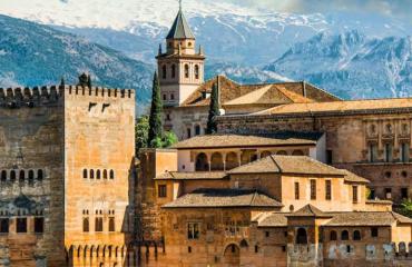 Séjour à la Découverte de l'Andalousie - 6 nuits / 7 jours - Plongez dans l'histoire de cette belle région du sud de l'Espagne aux accents arabo-andalous.  Profitez de ce circuit en famille pour découvrir la culture et le patrimoine de l'Andalousie…  Au programme :   > Jour 1: Arrivée & Séville > Jour 2: Visite guidée de Séville > Jour 3: Séville & Cordoue  > Jour 4: Visite guidée de Cordoue & Flamenco à Grenade > Jour 5: Alhambra & Ronda  > Jour 6: Les villages blancs  > Jour 7 : Retour   Notre prix comprend:  - 6 nuits dans des hôtels 3 et 4* de la sélection Andalucia Aficion, petit déjeuner inclus - Apéritif d'accueil à l'hôtel des villages blancs  - Visite guidée de Séville en petit groupe avec guide francophone - Visite guidée de Cordoue en petit groupe et guide francophone  - Visite guidée de l'Alhambra petit groupe et guide francophone  - Dîner flamenco à Grenade - Voiture de location type seat ibiza ou équivalent, assurance au tiers, à rendre avec le plein. - Les Taxes  - L'assurance responsabilité civile Andalucia Aficion  - Le Road Book   Notre prix ne comprend pas :  - Le transport aérien  - Les dépenses personnelles  - Les options  - Les repas et boissons non mentionnés  - L'assurance tous risques de la voiture de location et le GPS (en suppléments) - L'assurance annulation et rapatriement (sur demande)  - Les parkings  - L'essence   Tarif base 2 personnes   Découvrez le détail du programme directement sur notre Stand.
