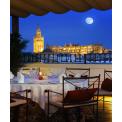 Séjour en Couple à Séville - 4 nuits / 5 jours - Pour un séjour en Amoureux, la capitale Andalouse est un choix privilégié…  En effet elle vous invite à la détente et à l'amour…  Au programme:  > Jour 1 : Arrivée  Pour cette première journée, à votre arrivée à l'aéroport, prenez un taxi pour vous rendre à votre hôtel situé en plein centre historique de la ville. Installation à celui-ci.  Selon votre heure d'arrivée profitez de ce temps libre pour découvrir la capitale andalouse.  Dîner libre et nuit à votre hôtel.   > Jour 2: Séville & Détente Petit déjeuner à votre hôtel. En matinée, visite guidée de la ville avec guide francophone. Commencez par l'Alcazar, palais choisi par les différentes civilisations et leurs dynasties passées par Séville pour constituer leur centre de pouvoir : des Almohades aux rois chrétiens, ils ont tous laissé ici leur empreinte dans l'histoire. Puis par la Cathédrale et sa magnifique Giralda anciennement minaret. Déjeuner libre.  Après votre repas, profitez d'un moment de détente hors du commun, dans le cadre idyllique des bains arabes de Séville. Accès aux bains et massage de 15 minutes à deux.  Dîner libre et nuit à votre hôtel.  > Jour 3: Flamenco Petit déjeuner à votre hôtel  Visitez l'un des quartiers les plus fascinant au monde : Barrio de Santa Cruz. un enchevêtrement de rues, places et passages où vous aurez l'impression que le temps s'est arrêté, tout en ayant la sensation d'être transporté dans une autre époque. Ancien quartier juif, il fut le témoin de l'amour impossible entre le légendaire Don Juan et Doña Agnès.  Déjeuner libre  En fin d'après-midi, visitez le musée du Baile Flamenco de la ville et spectacle, découvrez l'art du flamenco, bien plus qu'un chant ou une dans il est l'icone de toute la culture Andalouse.  Dîner libre et nuit à votre hôtel   > Jour 4: Séville & Dîner Romantique  Petit déjeuner à votre hôtel  Commencez la journée par la Plaza de España, probablement l'endroit le plus spectaculaire de l'architecture 