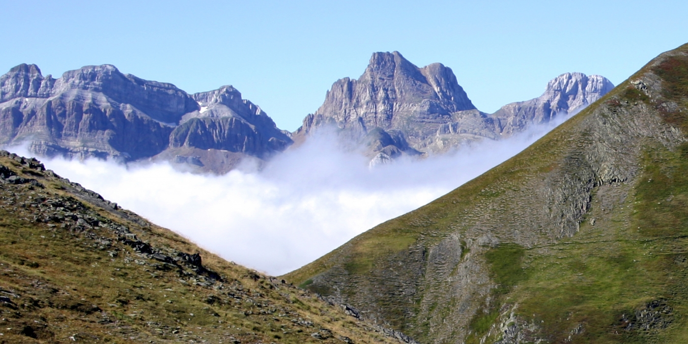 FRANCE-pyrénées-paysage-montagne