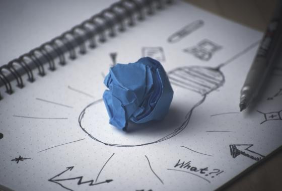 VOYAGER-AUTREMENT-tendances-et-innovations-ampoule-papier