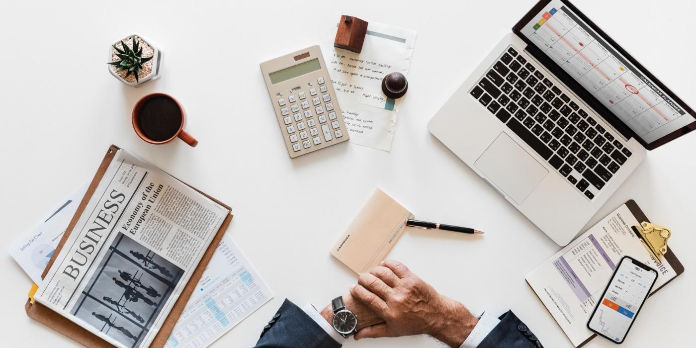 Business-bureau-ordinateur-homme-affaires-pro
