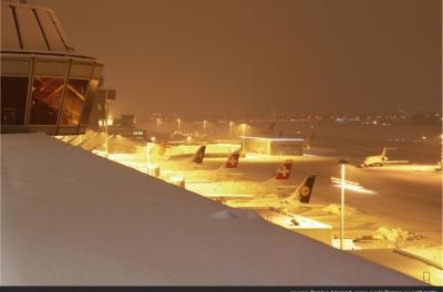 Photo d'avions la nuit - Aéroport de Genève