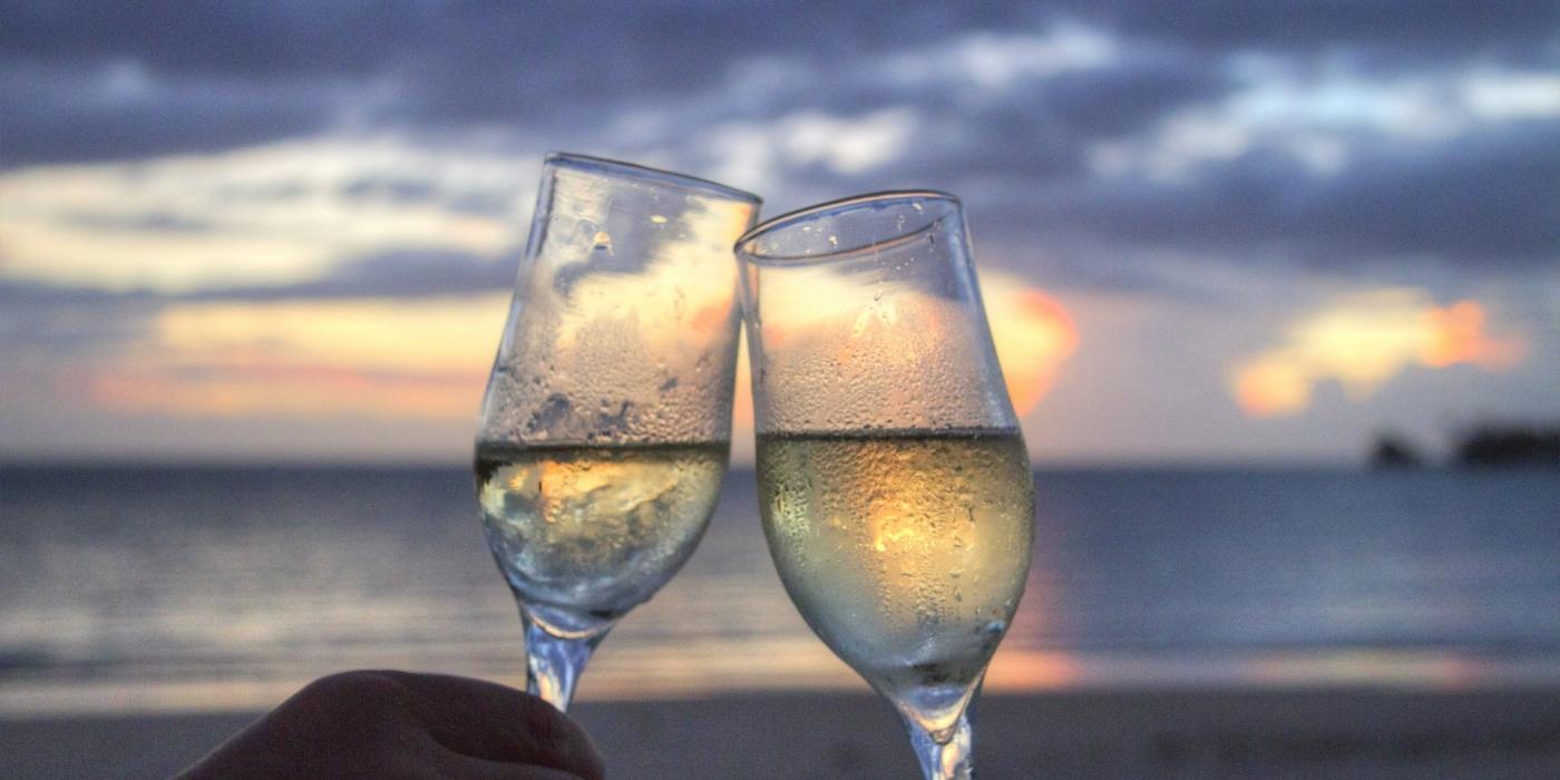 champagne coucher de soleil plage voyages de noce